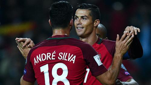 abraço de goleadores.jpg