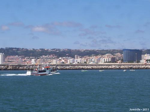 Barcos de pesca chegar ao porto da Figueira da Foz