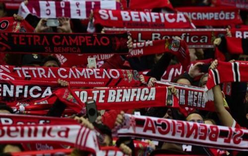 adeptos_de_Benfica_Bonfim1.jpg