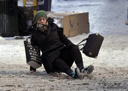 20-hilarious-photos-of-people-falling-down-4.jpg