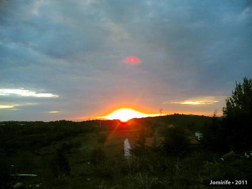 Pôr-do-sol que parece uma bomba a explodir