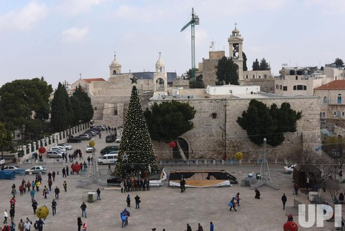 Christmas-in-the-biblical-town-of-Bethlehem_5_1.jp