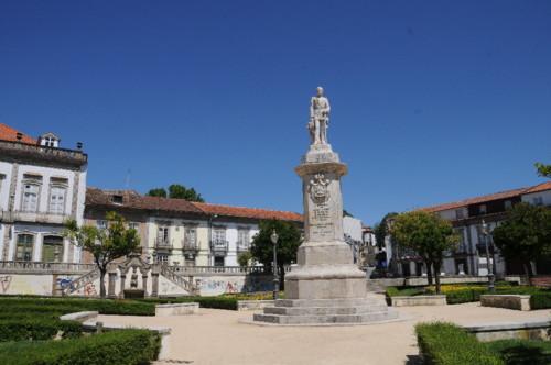 Estatua_D._Pedro_V_em_Braga_01[1].jpg
