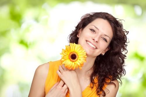Resultado de imagem para mulher feliz e bonita