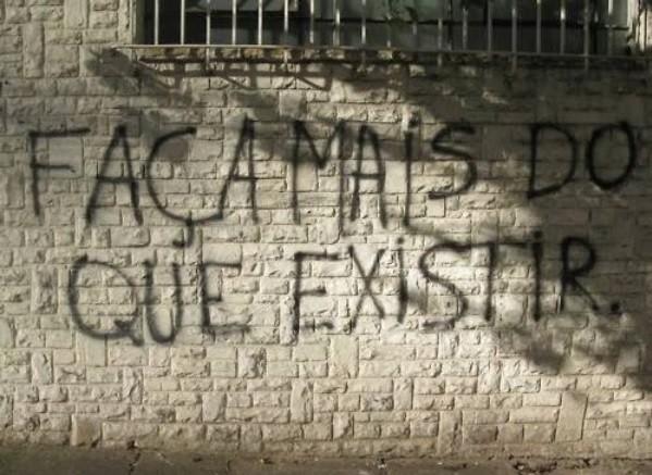 Grafiti-FaçaMaisDoQueExistir.jpg