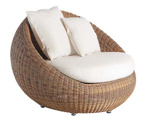 mesa jardim carrefour:Uma poltrona envolvente estofada, ideal para descansar e esquecer os