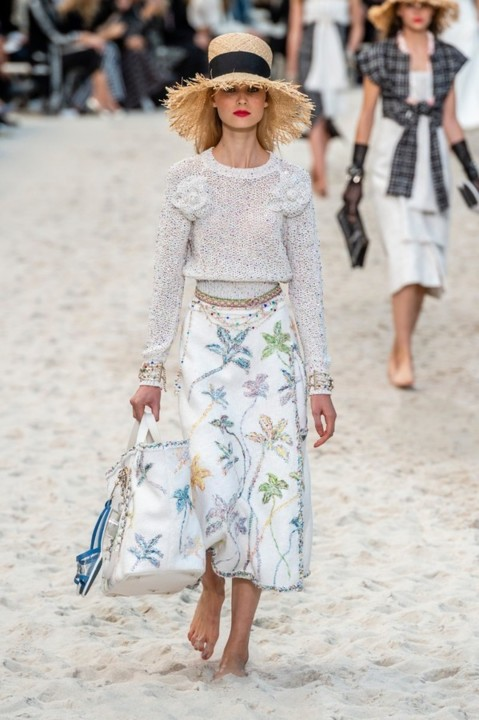 60-chanel-srping-summer-2019-beach-set.jpg