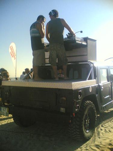 Hummer da RedBull transformado numa cabine de dj's