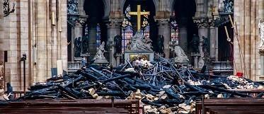 Notre_Dame_Cross_Reuters-e1555441594280.jpg