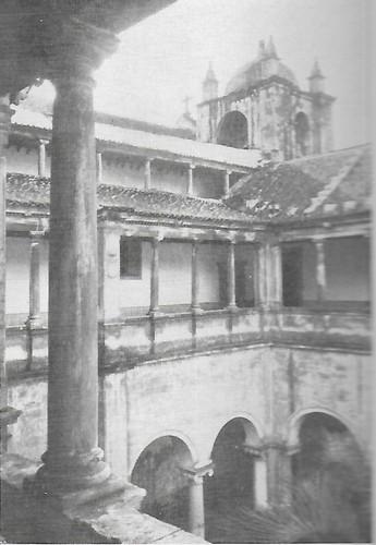 Colégio de N. Senhora do Carmo claustro.jpg