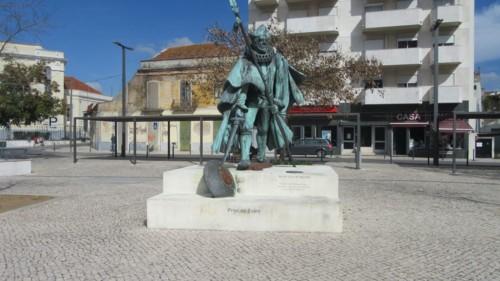 estatua-prior-crato-1[1].jpg
