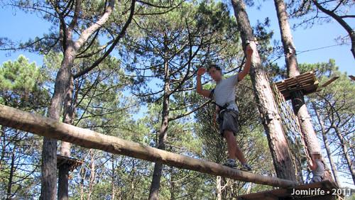 Parque Aventura: Equilíbrio no tronco