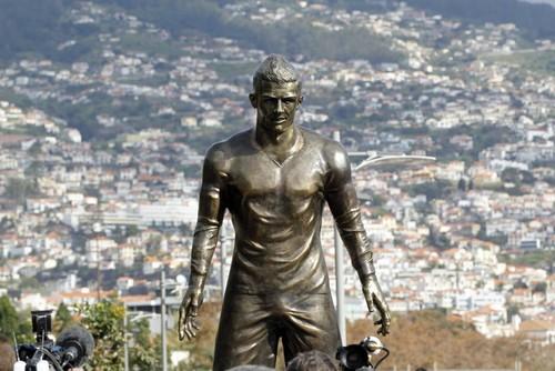 Estátua CR7 na Madeira