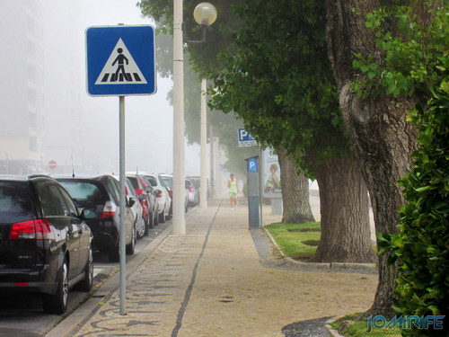 Figueira da Foz ao inicio do dia com nevoeiro - Passeio na Avenida 25 de Abril [en] Figueira da Foz in the morning with fog - 25 of April Avenue walkway