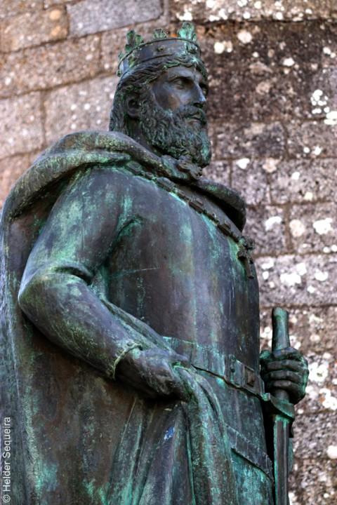 Estátua de S. Sancho I  - foto Helder Sequeira.jp
