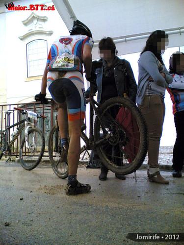 XCO MaiorBTTca Bike completamente coberta de lama