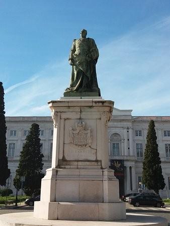 monumento-rei-dcarlos.jpg