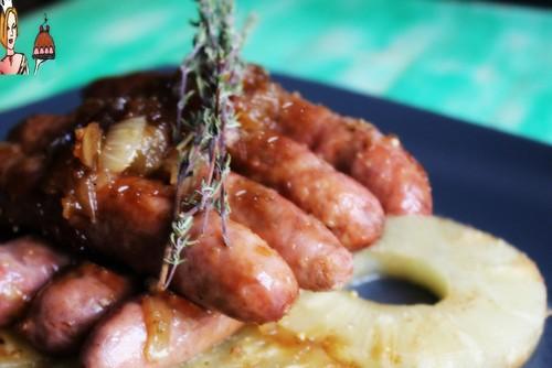 Salsichas com molho especial de ananás
