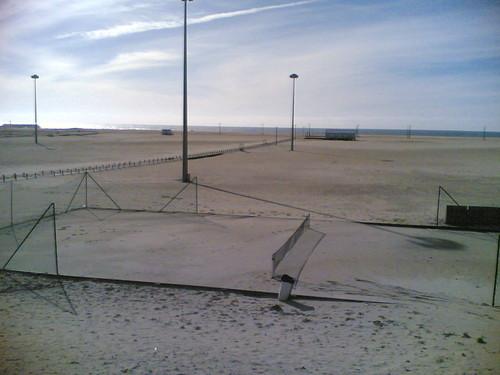Campo de ténis cheio de areia na Fig.Foz