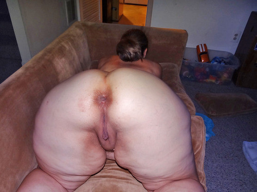 Dirty chinese hole gets fingered and squirts 9