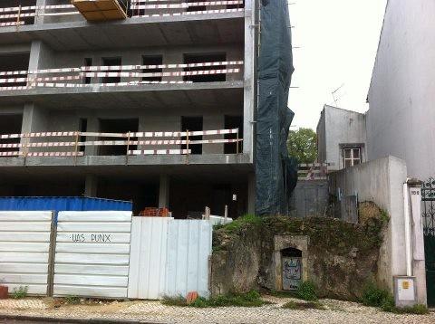 Porta de cisterna, na rua Pedro Monteiro.jpg
