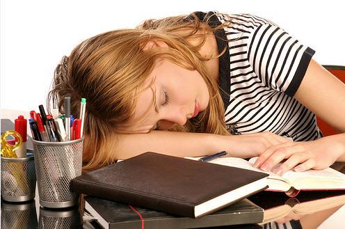 rapariga_estudar_Internet.png