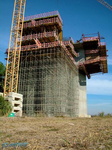 Construção da A17 sobre o rio Mondego em 2007 (4) [en] Construction of the highway A17 over the River Mondego in 2007