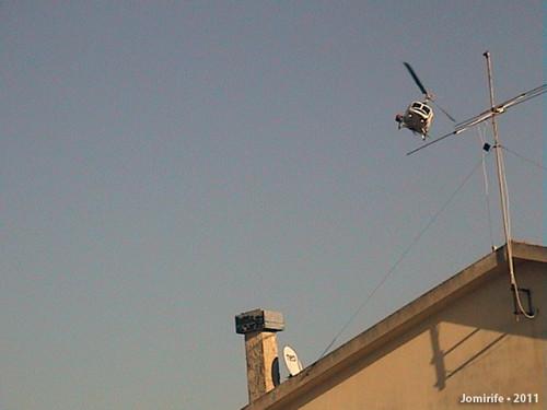 Helicópteros a fazer voos rasantes ás casas fogo