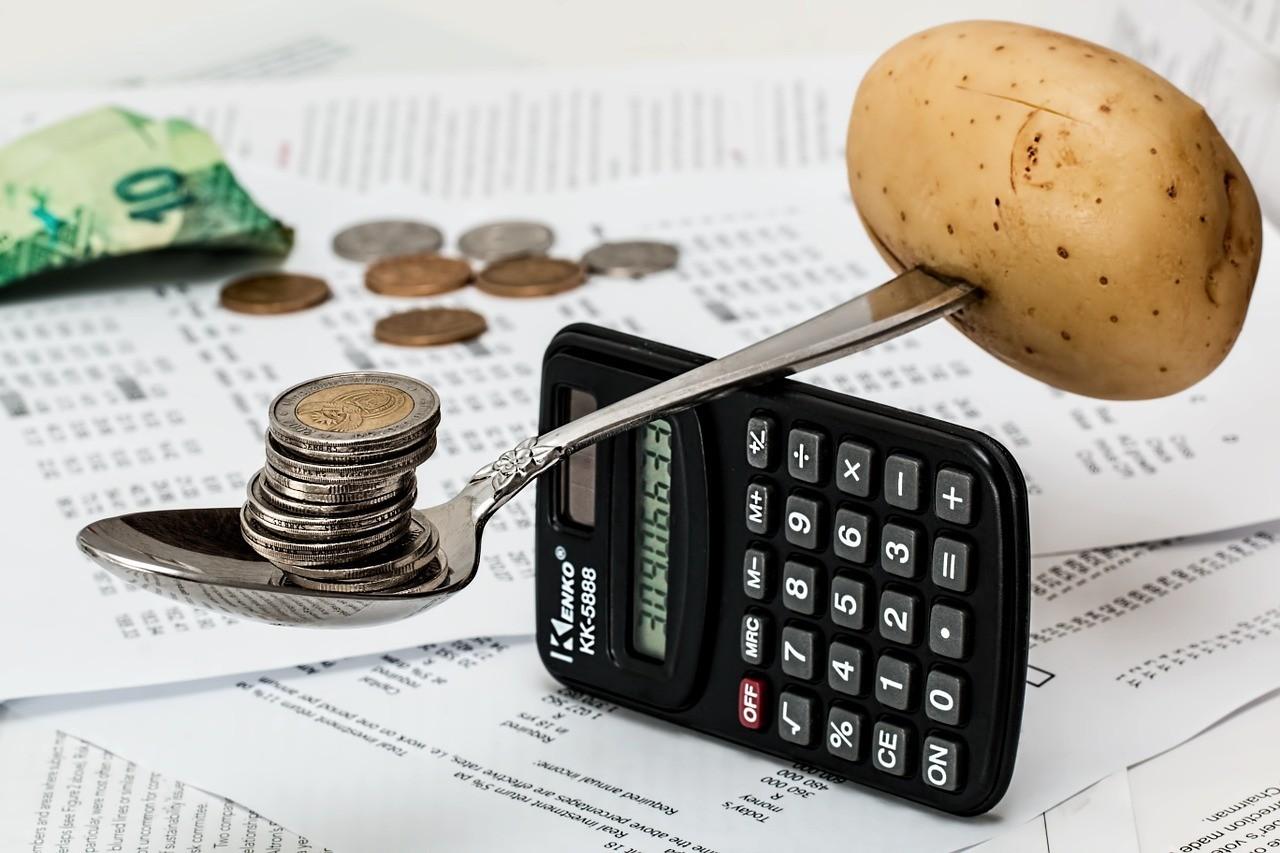 contas sobre IVA - batata em equilibrio sobre calculadora