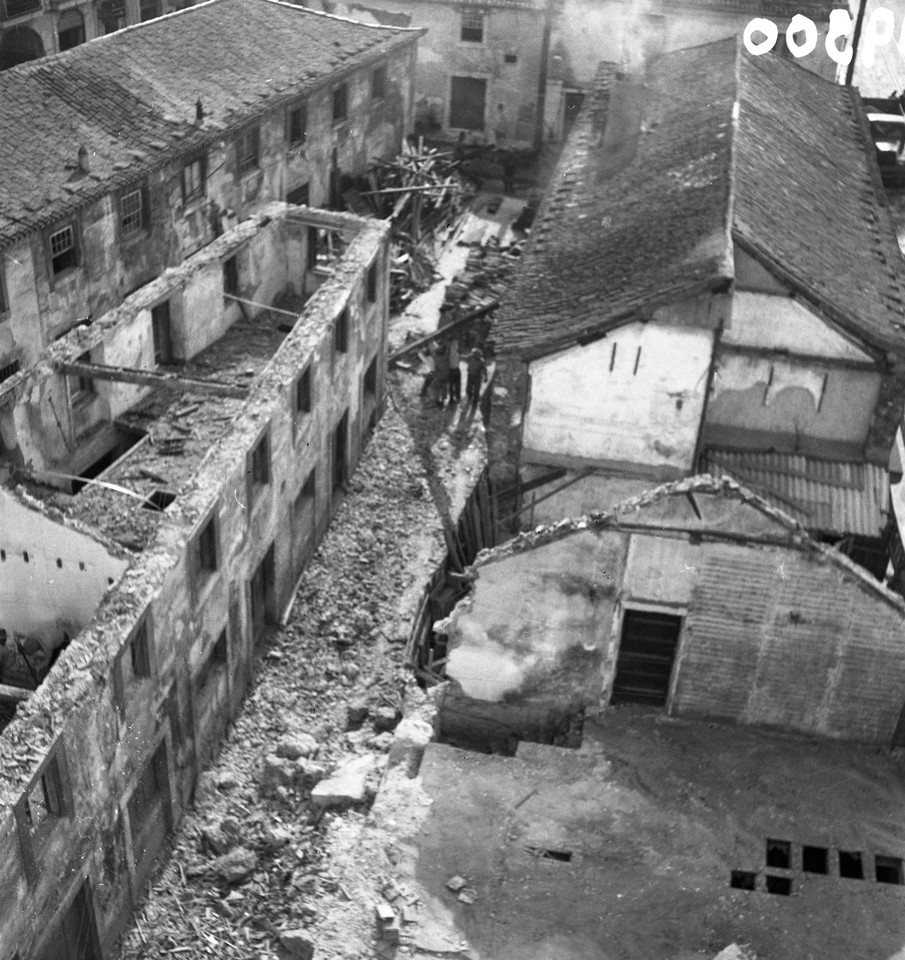 Obras de demolição, 1953, foto de Judah Benoliel