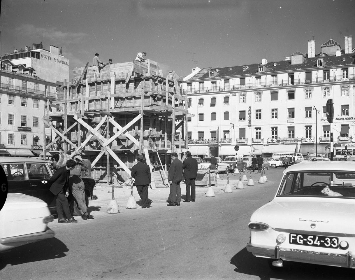 Edificação do pedestal do Monumento a Dom João