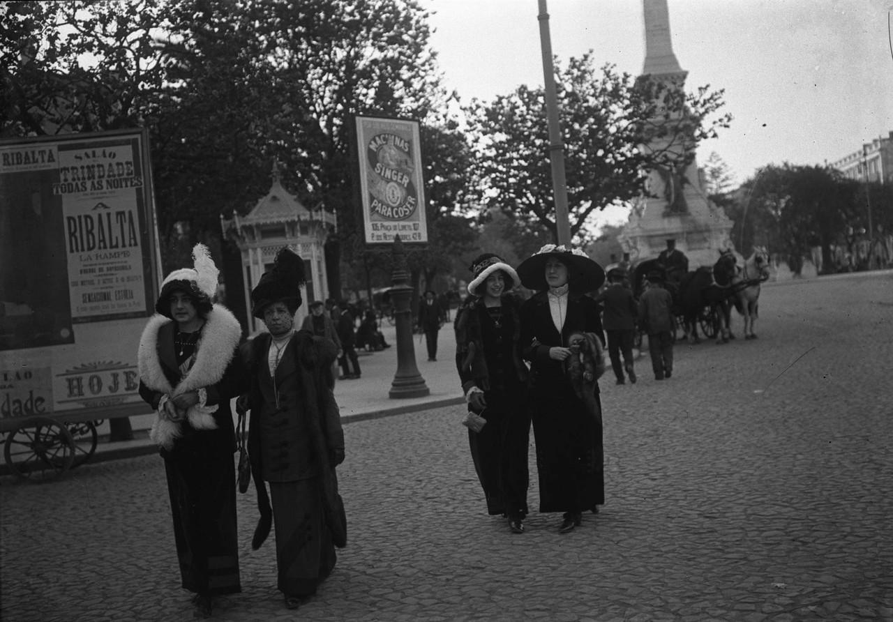 Lisboetas passeando na avenida da Liberdade, 1912,