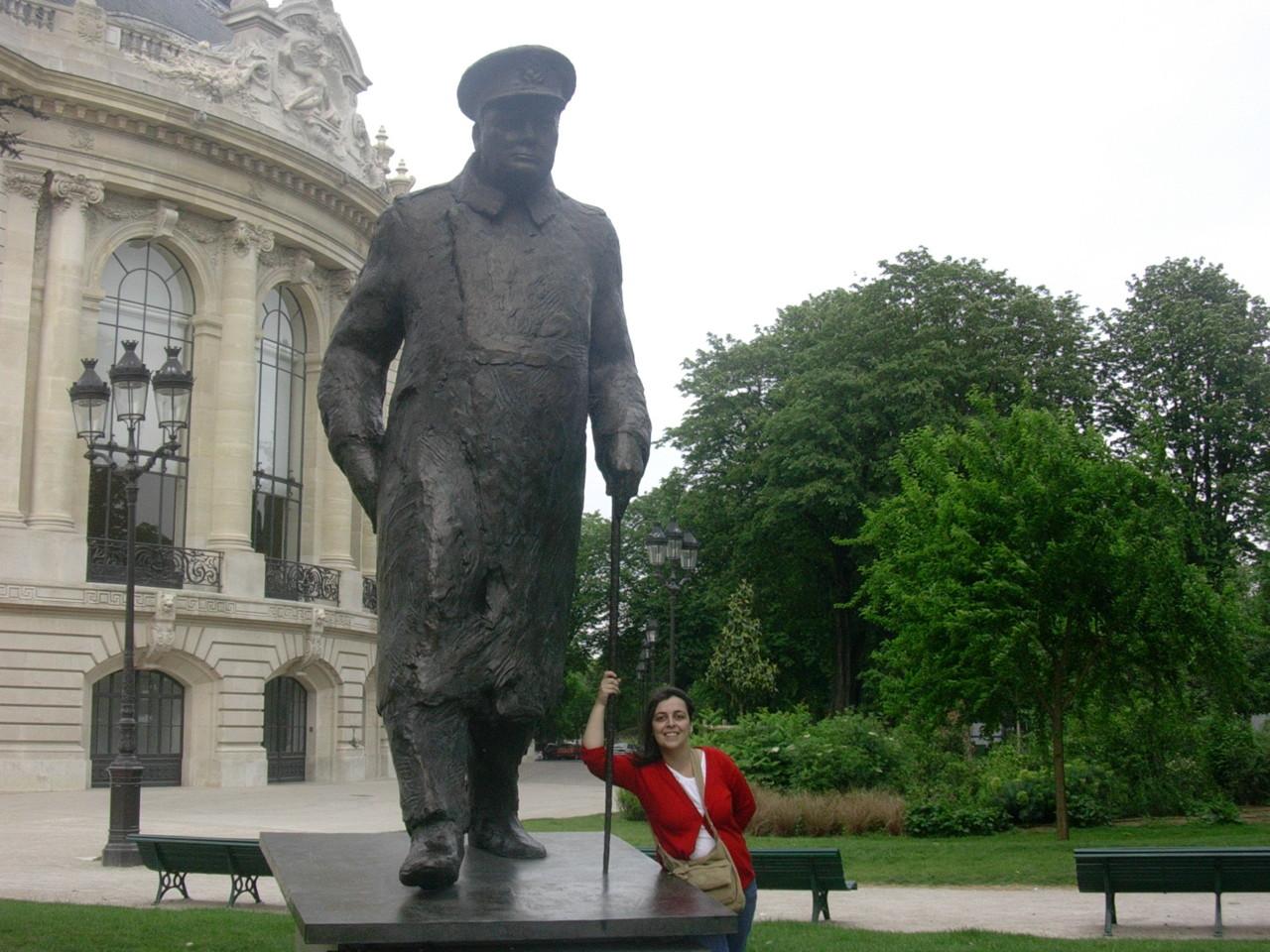 Com Churchill.jpg