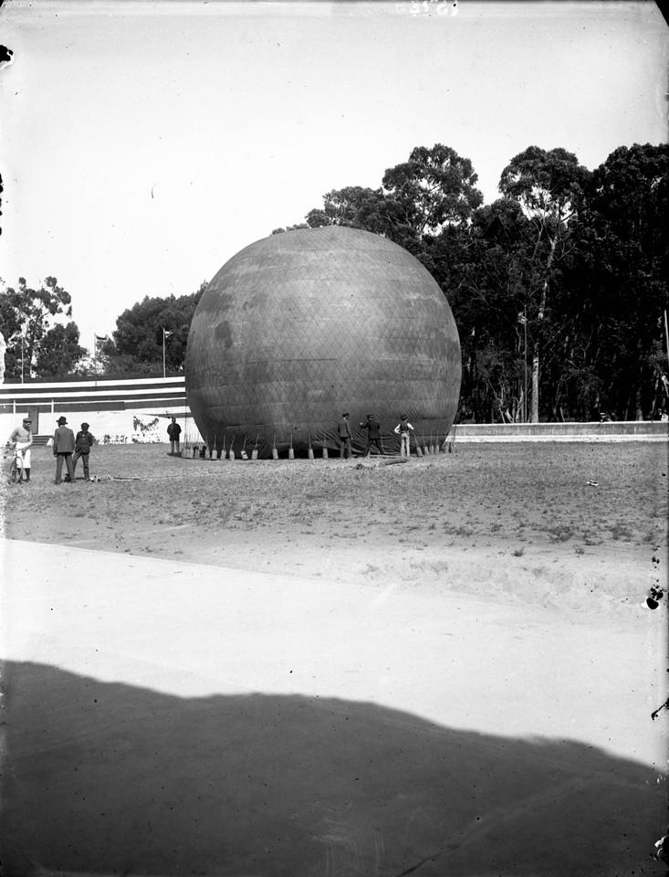 Enchendo o balão Nacional no hipódromo de Palhav