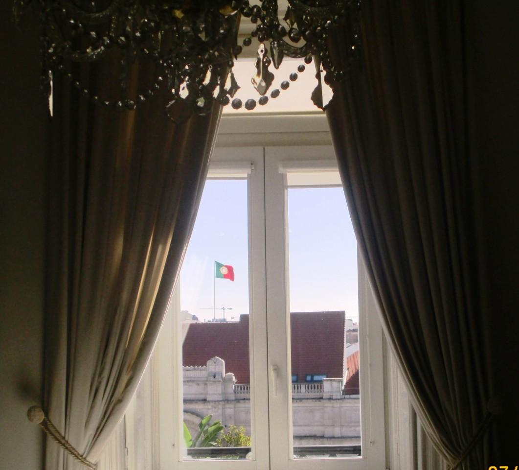 Janela c.Bandeira.JPG