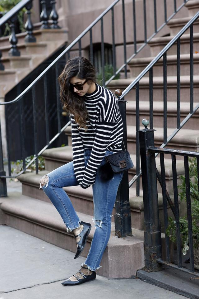 blck-and-white-stripes-fishnet-tights.jpg