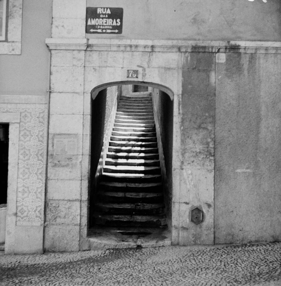 Rua das Amoreiras, entrada para o pátio do Biaggi