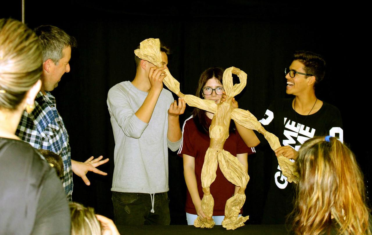 Manipulação de Marionetas de Papel_Marionetas da