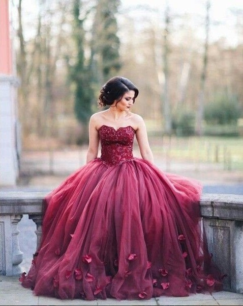 Burgundy Ball Gown Wedding Dresses Sweetheart Neck with 3D-Floral Appliques Prom Dress
