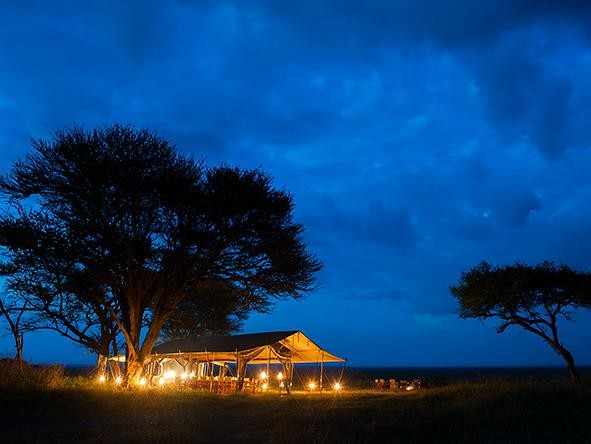 Serengeti-Under-Canvas-is-a-mobile-safari-camp-off