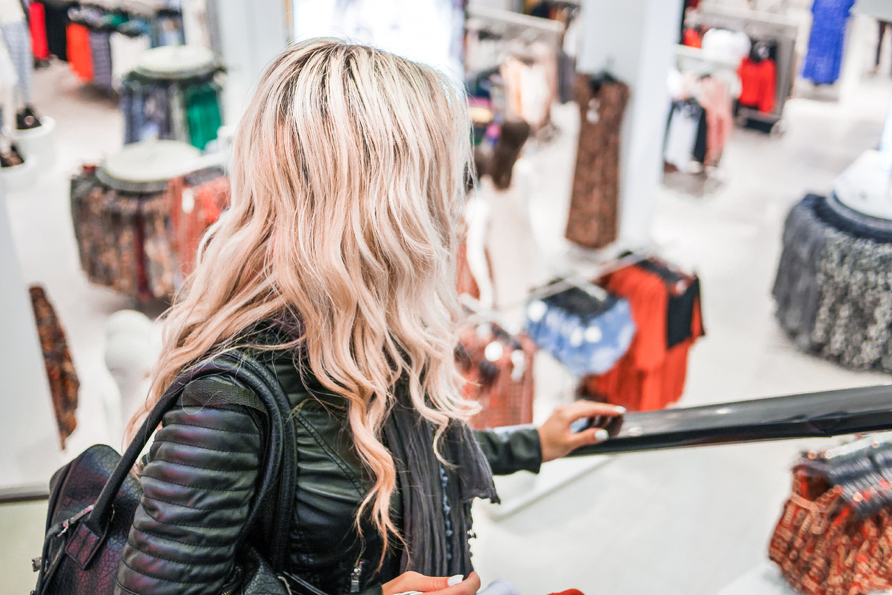 young-blonde-girl-shopping-at-the-clothing-store-p