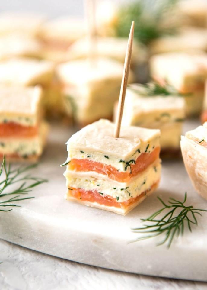 mini sanduiche de salmão fumado.jpg