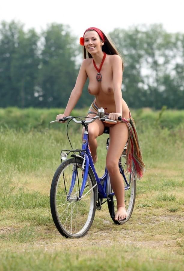 эротика ебальный велосипед видео также