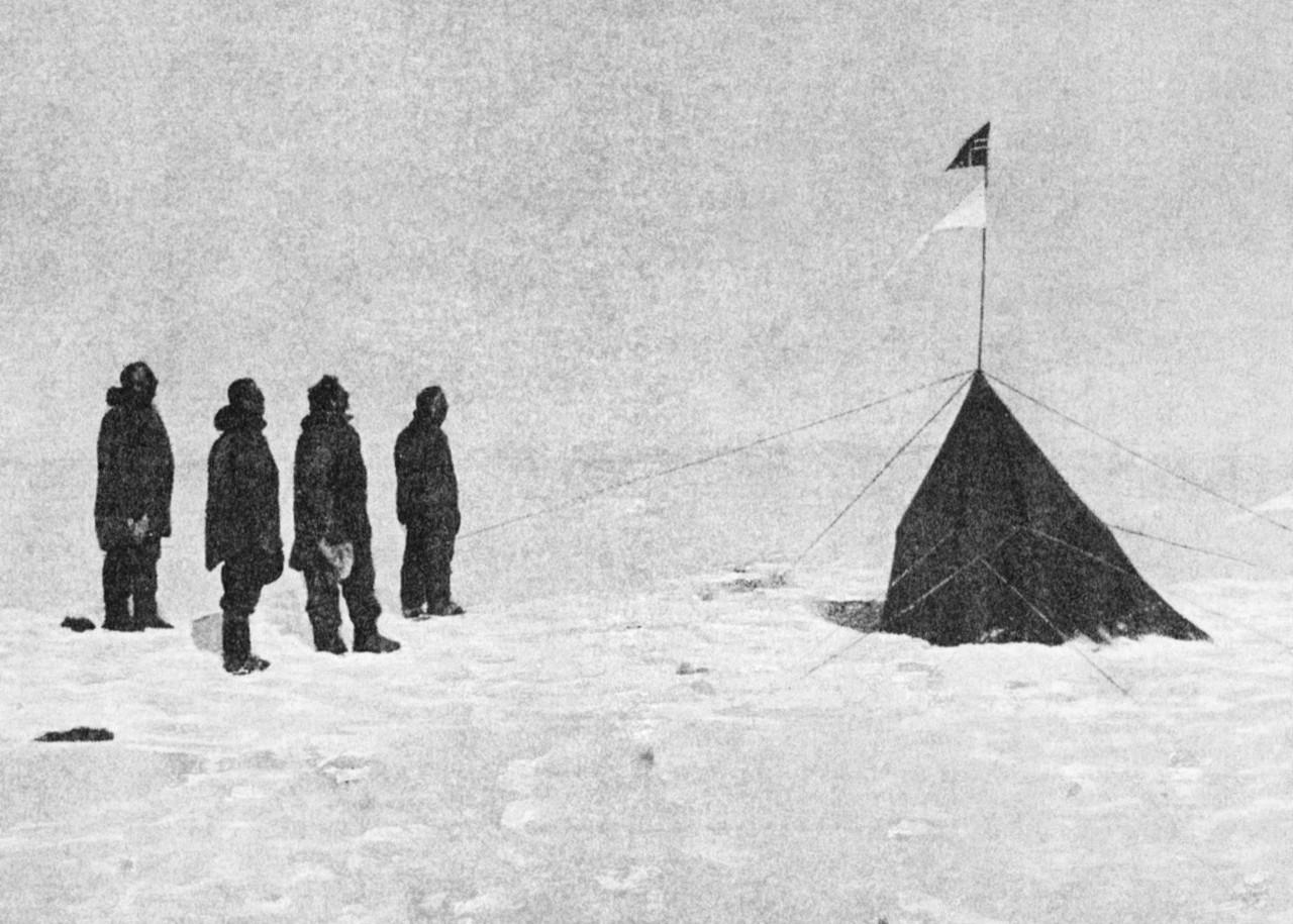 Amundsen_Expedition_at_South_Pole.jpg