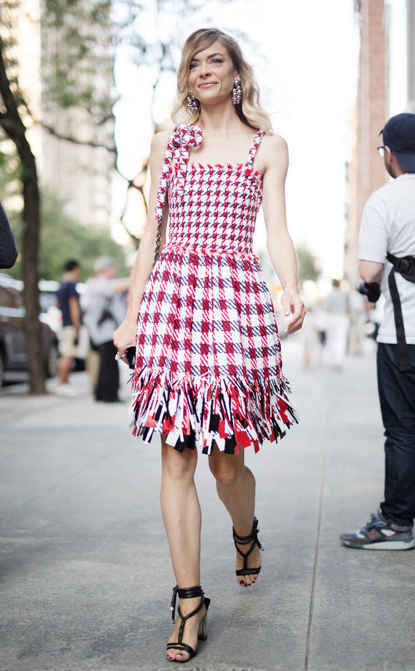 rs_634x1024-170912111121-634_Jaime-King-NYFW-Stree