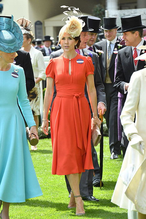 princess-mary-dress-a.jpg
