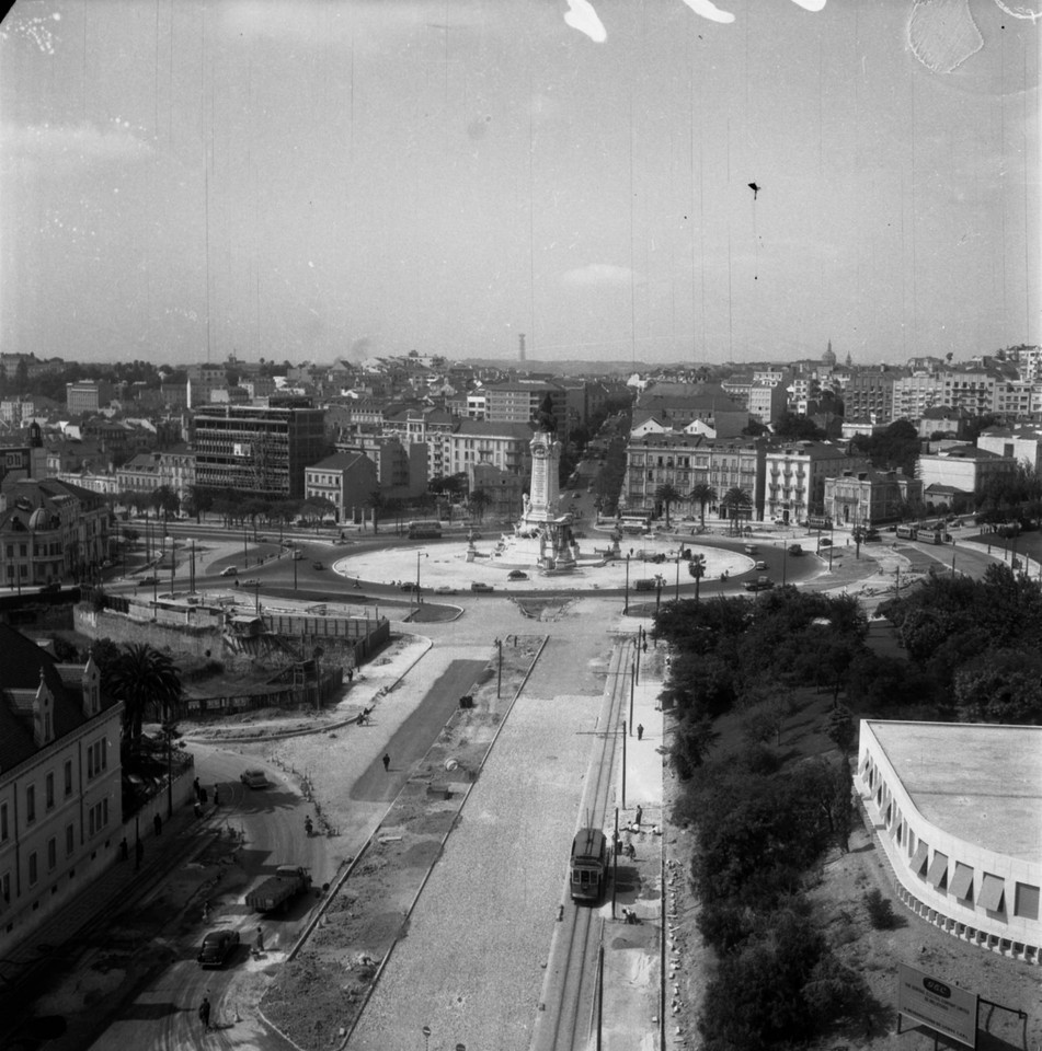 Panorâmica da praça Marquês de Pombal, vendo-se