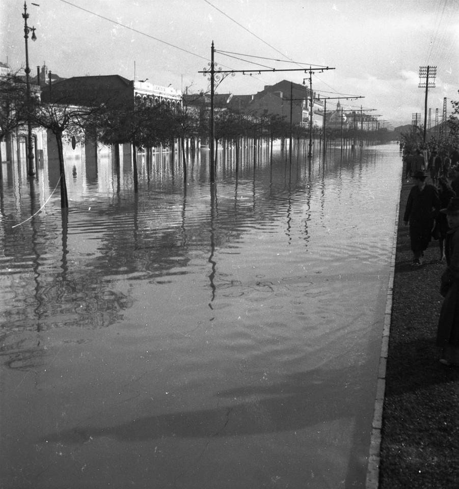 Inundações, Av. 24 de Julho1.jpg