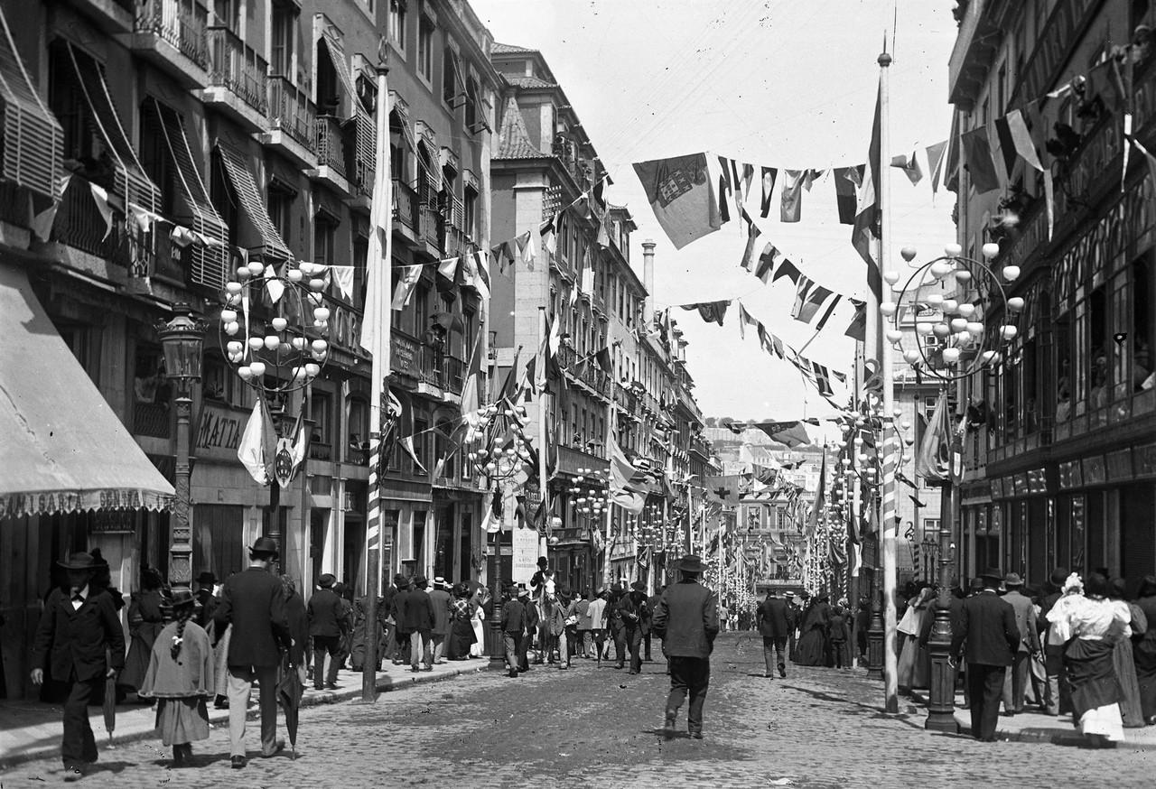 Rua Garrett, por ocasião do cortejo, 1898, foto d
