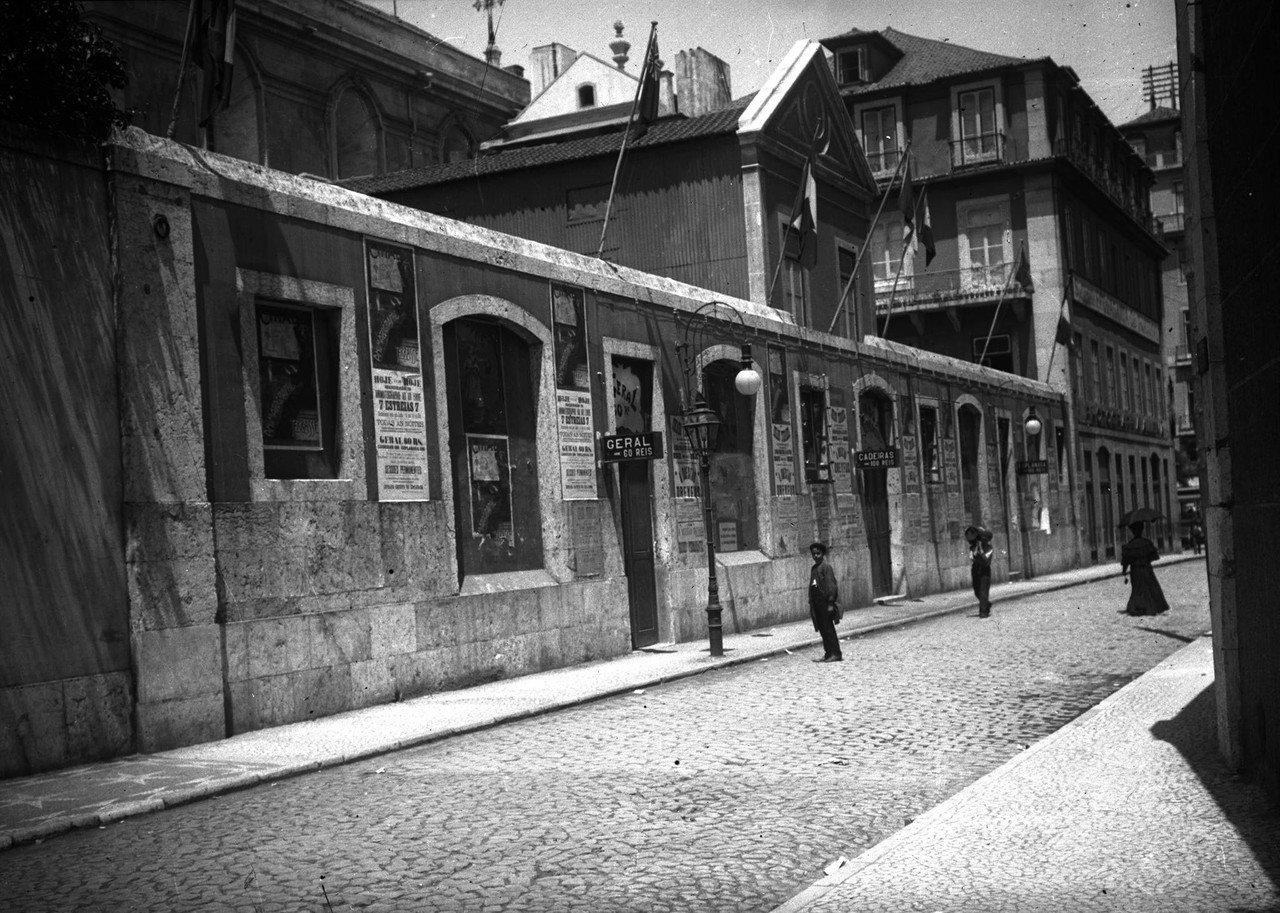 Cinema Chiado Terrasse, bárcia c. 1908.jpg